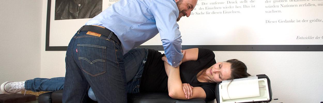 Justierung in der Praxis Chiropraktik mit Herz